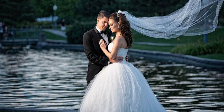 Le côté romantique du #Vieux-Montréal vu par le photographe AliKay Photography. Dont une superbe photo prise à #AubergeSaintGabriel ! #mariage