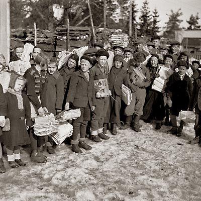 Kotimaahan jääneet lapset ja nuoret osallistuivat talkootoimintaan. Jatkosodan aikana järjestettiin valtakunnallisia nuorten talkoita, joihin kaikkien 8-15 -vuotiaiden odotettiin osallistuvan