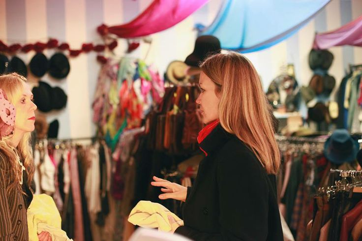 Monika Drápalová a Rebecca Eastwood (majitelka butiku Bohemian Retro)