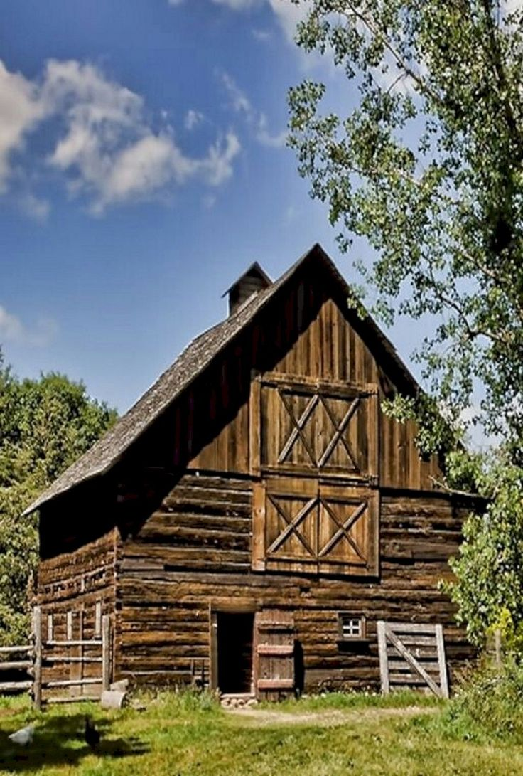 Inspiring 45+Beautiful Classic and Rustic Old Barns Inspirations https://freshouz.com/45beautiful-classic-rustic-old-barns-inspirations/