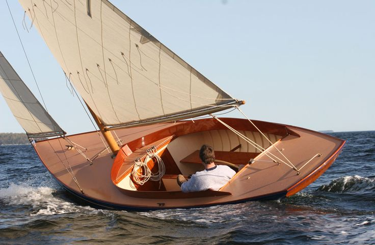 Nathanael Herreshoff designed 3 versions of these slippery fast and attractive one-designs: the Buzzard's Bay 15, Newport 15, and the Watch Hill 15