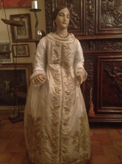 l'un des plus grands santons produit par les carmélites d'Avignon au début du XIXème siècle. Il provient de la chapelle des visitandines et mesure 1m30 de haut. Collection Hôtel d'Agar