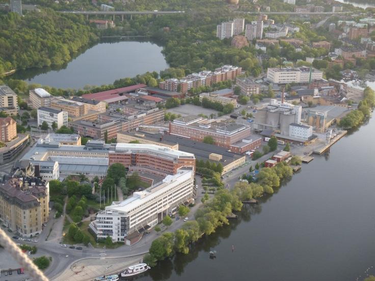 Se så vackert beläget Stockholms Estetiska Gymnasium är!