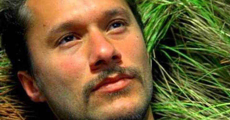 """Día mundial del cáncer - Esta canción va para tod@s los que padecen y han padecido esta enfermedad letal que es el Cáncer.... Pero....en estos casos, la mejor manera es apoyarlos y darle cariño a los que nos rodea y aportar nuestro granito de arena. Siempre hasta el final!!. !!!STOP CÁNCER!!! Music video by Diego Torres performing Color Esperanza. (C) 2001 BMG Ariola Argentina S.A. Música """"Color Esperanza"""", de Diego Torres"""