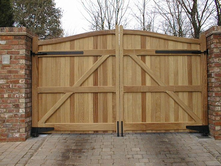 17 best gates and fences images on pinterest windows for Wooden driveway gate plans