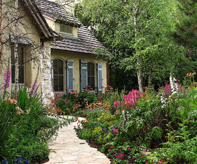 Gorgeous wild garden. I'd love to have an entry walk like this one day.: Modern Gardens, Front Gardens, Fairytale Cottages, Carmel Cottages, Cottages Gardens, Front Yard Gardens, Gardens Design Ideas, English Gardens, Fairyt Cottages