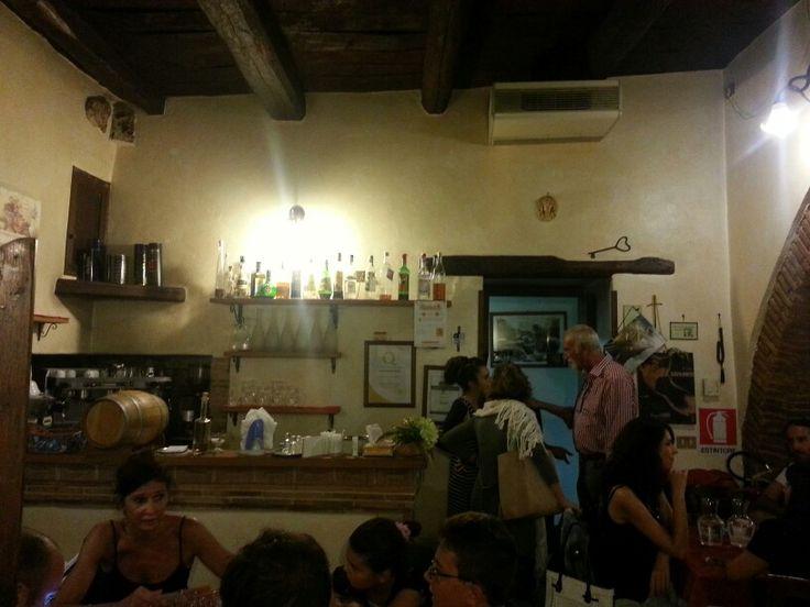 Locale tipico reatino, dove guastare piatti tipici della sabina, piccolo e accogliente.