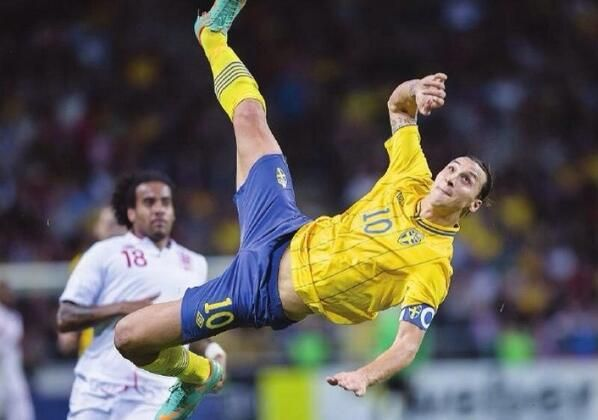 FIFA Puskás Award 2013 a Zlatan Ibrahimovic per il gol in rovesciata contro l'Inghilterra #pallonedoro  pic.twitter.com/SKdMOxJd63