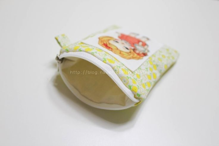 Easy padded coin purse tutorial. How to make a little zip up purse