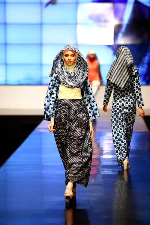 """Hijab indeed has the best pattern in town!""   NurZahra Runway - Indonesia Fashion Week 2012"