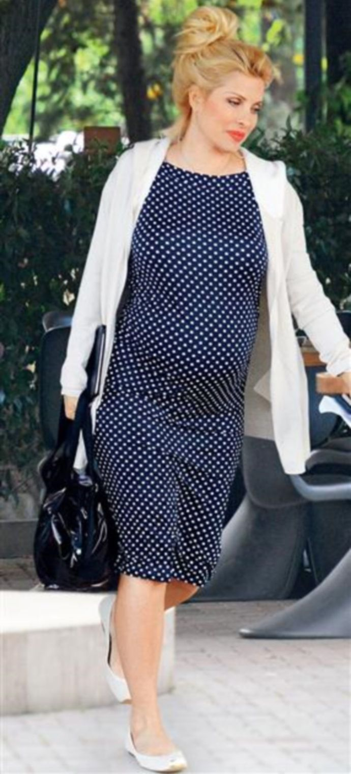 Famous TV presenter #elenimenegaki Eleni Menegaki wearing Nanarise Maternity - Anais dress through her pregnancy looking fabulous! Only at nanarise maternity!