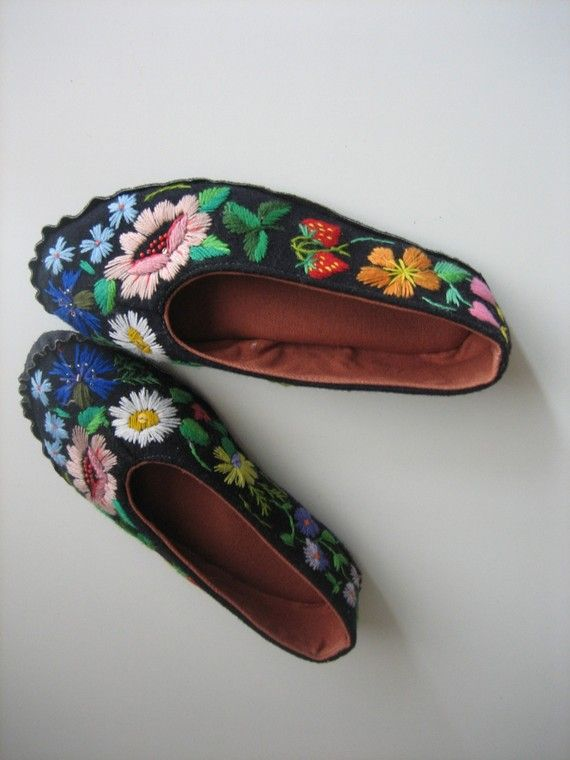 HAND EMBROIDERED Muhu Slippers floral embroidery on simple black slip on  pump is a perfect traditional mexican style shoe for all good frida kahlo  fashion ...