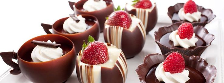chocolate cups! #chocoleate #sweets #cups #strawberries