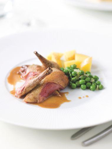 Duif clamart met groene erwtjes http://njam.tv/recepten/duif-clamart-met-groene-erwtjes