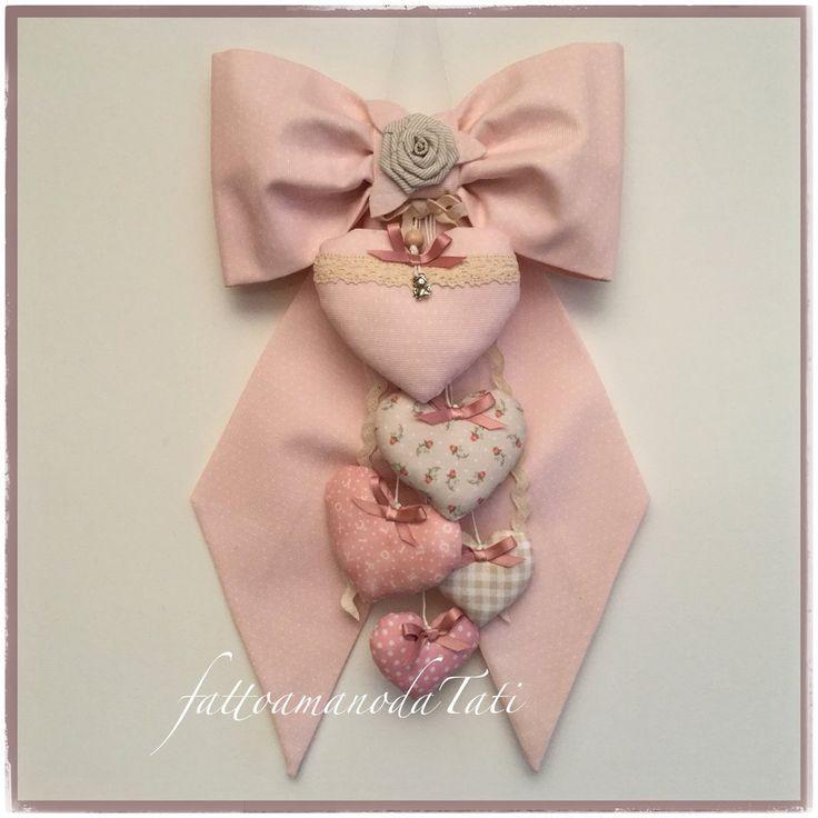 Fiocco nascita in cotone rosa pallido con piccoli pois e 5 cuori sui toni del rosa e beige, by fattoamanodaTati