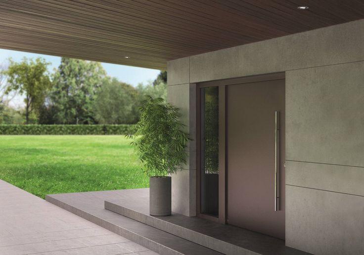 Ha valore di trasmittanza termica fino a 0,47 W/(m²xK) la porta d'ingresso ThermoCarbon che supera di quasi il doppio il requisito minimo di 0,8 W/(m²xK), richiesto alle porte d'ingresso delle case passive e a bilancio energetico positivo. Realizzata in alluminio e carbonio, è disponibile in 15 motivi e 18 colori. Su richiesta si può scegliere tra 200 colori RAL, un modello bicolore o una soluzione con un diverso colore, all'esterno e all'interno.