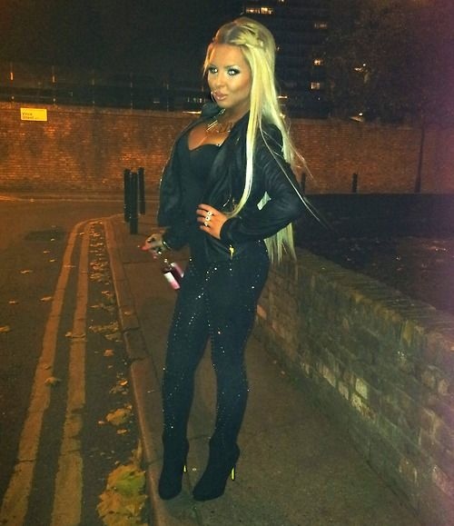 Love the all black with blonde hair