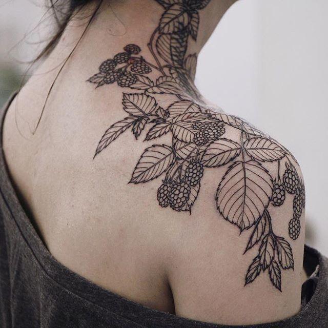 Started this raspberry shoulder piece on my friend @alisa_tesla_art some days…