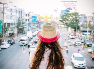 99 Things Every Female Traveler Should Know --- Zeer leuke site met een vrouwelijke insteek op al je reisvragen/problemen/...
