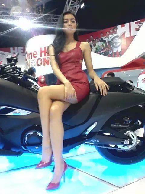Foto Seksi Spg Yang Cantik Dan Sexy Di Ajang Imos  U U Hot U