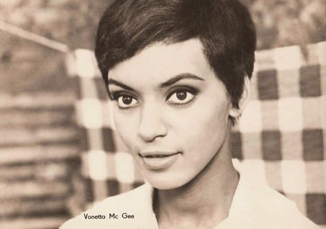 Vonetta McGee. In this pic, she looks like Beyonce.