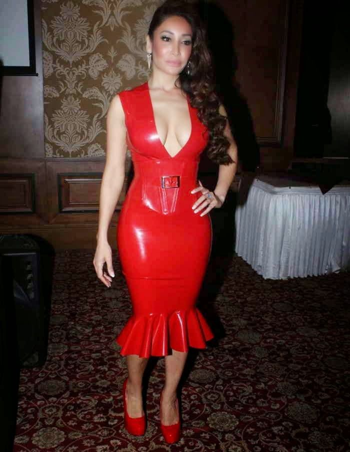 Sofia Hayat Sexy Cleavage Show in Tight Fit Red Dress