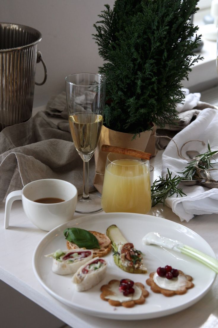 Homevialaura | pre-Christmas party and brunch | table setting | Arla-tuorejuustot