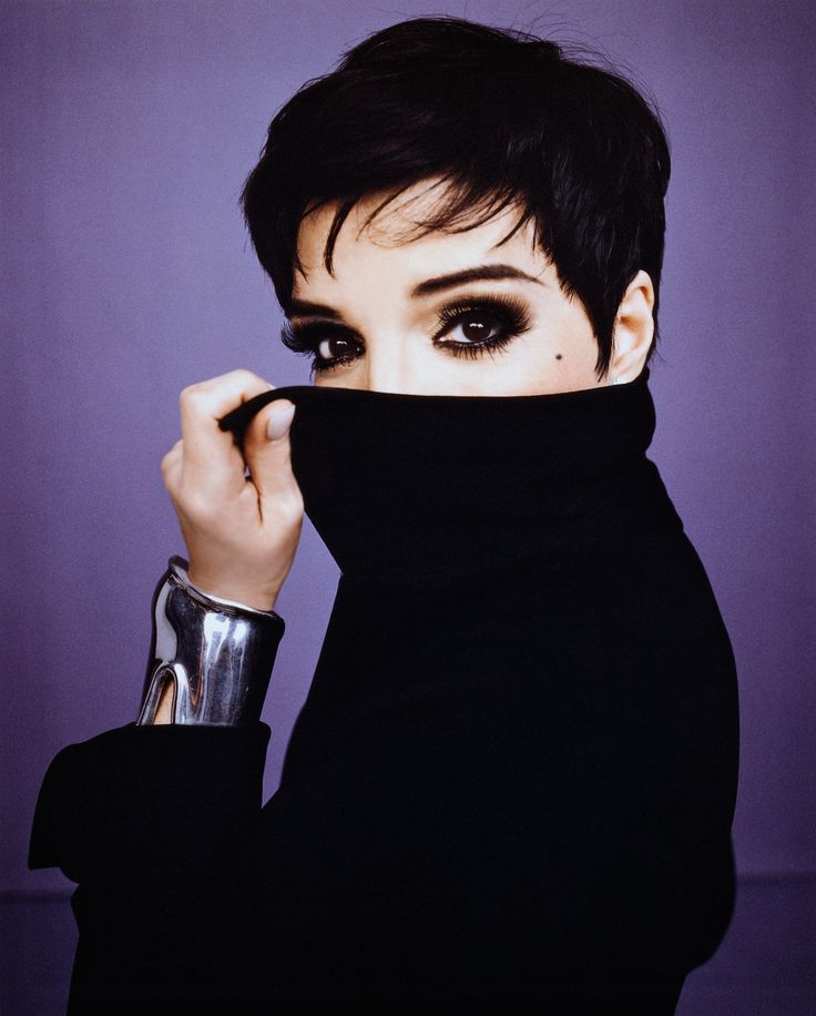 Liza Minnelli: Stylish, respected in the arts community, and an amazing artist. I've seen her three times in the past ten years and she has never ceased to amaze me.