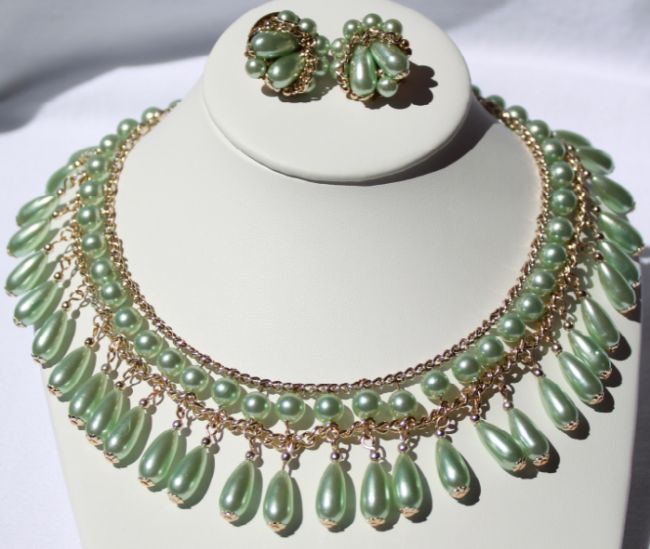 Japan Soft Green Pearl Dangle Necklace Earrings- This dazzling set is the only way to alleviate a tired wardrobe!