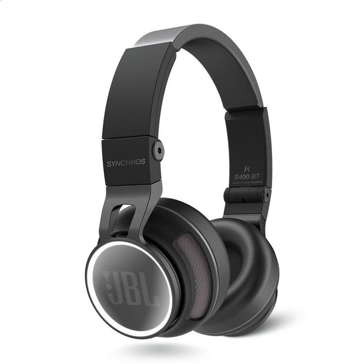 JBL Synchros S400BT refurbished Black-EMEA De draagbare revolutie wordt gesynchroniseerd. Je kunt niet op de pauzeknop drukken tijdens een pro-audiorevolutie zeker niet als de technici van JBL de besturingsknoppen bedienen. Maak kennis met de nieuwe JBL S400BT. Als laatste nieuwe toevoeging aan de JBL Synchros-lijn van top hoofdtelefoons voegt de bekroonde S400BT de draadloze vrijheid van Bluetooth 3.0 toe aan de prestaties van een Synchros-hoofdtelefoon. Via het gebruik van geavanceer...