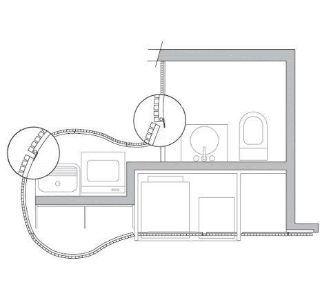 Uma chapa de 1,5 mm fica atrás da porta do lavabo e mantém a privacidade. A fixação no ripado foi executada com fita VHB (3m). Cada ripa de aço corten mede 2 x 2 cm, e o espaçamento entre elas tem 1,5 cm. Projeto de Atria Arquitetos.