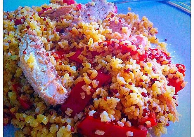 Ensalada quinoa con bulgur, caballa y pimiento rojo