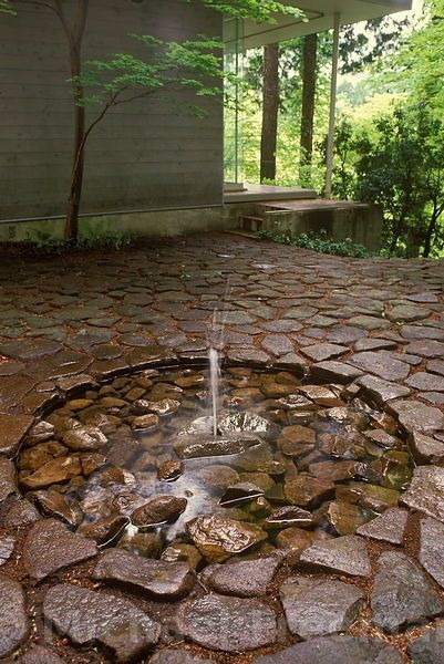 Stone garden fountain / repinned on toby designs