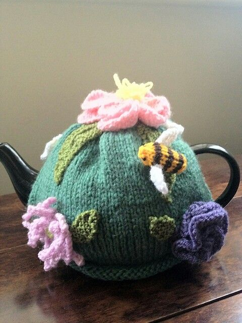 Floral tea cosy knitted