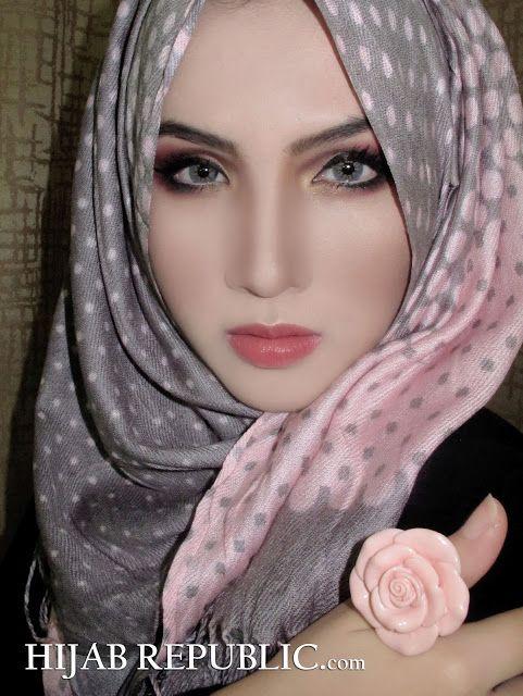 Stunning grey and pink hijab , nice combination