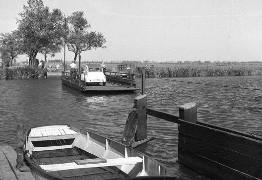 Pont in de Pontdyk Langweer over de Langweerdervaart, foto 1958.