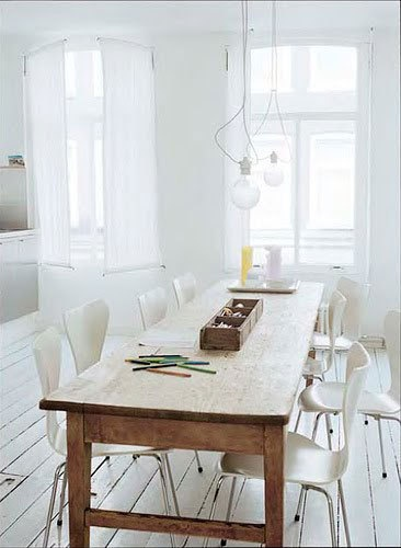 What I wouldn't give for this long rustic farm table, with sleek modern chairs...