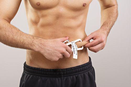 Gewicht verliezen is niet moeilijk, enkel vet verliezen met behoud van de hard verdiende spiermassa wel. Volg deze 5 tips om efficiënt vet te verliezen.