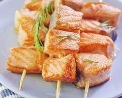 Brochettes de saumon à la plancha (facile, rapide) - Une recette CuisineAZ