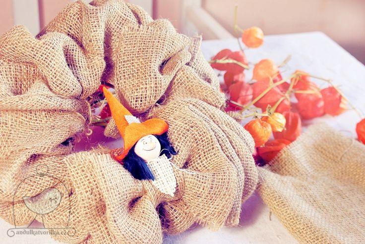 podzimní věnec z pytloviny, juty