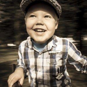 barnefotografering, Familie, Fotograf, hverdagsbilde, karusell, lekeplass, Ryfylke, Sauda, Saudafoto, Ut på tur, utefotografering