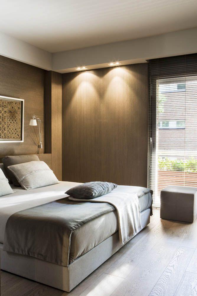 White grey memories pis de luxe a barcelona bedroom for Bedroom bedhead design
