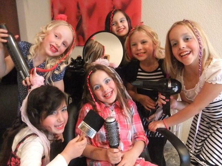 Gezellig je verjaardagsfeestje vieren bij de kapper, ... met een fotoshoot ! Haarstudio DUET & friends te Enschede.