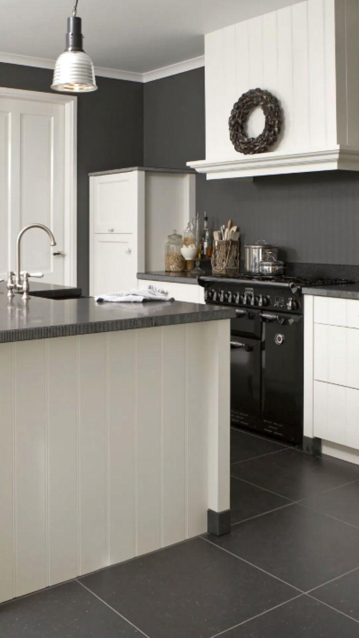A Matte Black Kitchen Makes A Bold Statement In This Auckland Villa Modern Black Kitchen Matte Black Kitchen Modern Kitchen Design