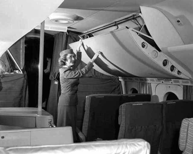 18 Fotos fantásticas de como eram as viagens de avião no passado  Leia mais: http://www.tudointeressante.com.br/2014/03/18-fotos-fantasticas-de-como-eram-as-viagens-de-aviao-no-passado.html#ixzz2wpcGgtIF