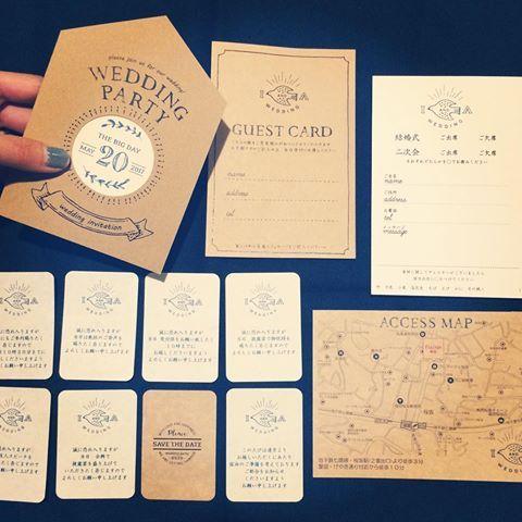 * そしてようやく、 一式揃いました〜⍢⃝ . 並べてみると、ものすごいナチュラル感。 . #招待状手作り #結婚式diy #結婚式招待状 #ちーむ0520