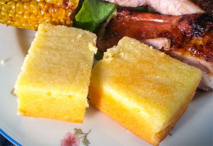 Glutenfritt cornbread. Minska sockret med 1 dl, blir sött ändå.
