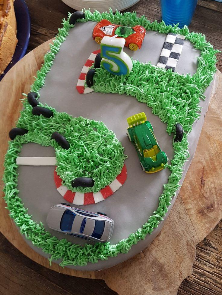 Best 25 Race Track Cake Ideas On Pinterest Car Birthday