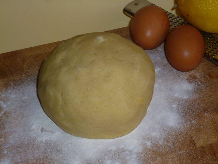 la pastafrolla con farina di riso, ideale per biscotti e crostate è ideale per chi è affetto da celiachia, senza privarsi del gusto