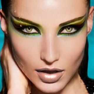 Spread your wings: Dramatic Eye, Halloween Makeup, Makeup Ideas, Makeup Art, Makeup Looks, Cat Eye Makeup, Eyemakeup, Green Eye, White Cat